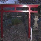 【群馬】稲荷神社で灯籠に上って遊んでいた中学1年男子、バランスを崩して落下 53キロの灯篭の石が外れ下敷きになり死亡/高崎★3