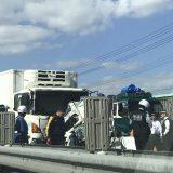 【兵庫】加古川バイパスで4台玉突き事故 母親と子ども2人が死亡 大型トラック2台に軽乗用車が挟まれ、トラックにめり込む★2
