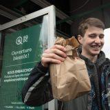 【カナダ】大麻解禁で販売店に長蛇の列、一部地域では品不足も