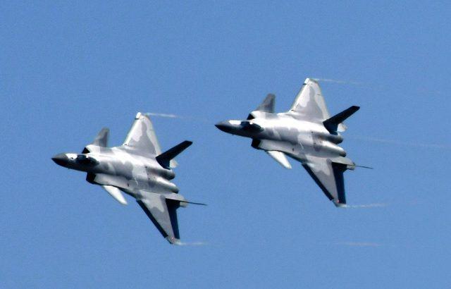 【軍事】中国のステルス戦闘機が公開飛行 米国と同等の性能アピール