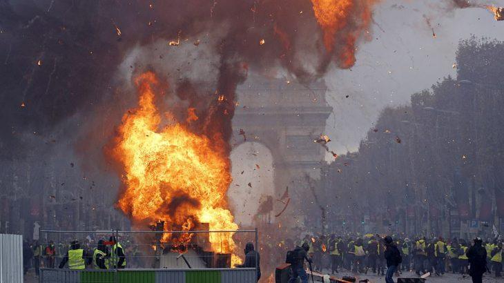 【フランスで大暴動】反マクロンの市民が怒りの大抗議デモ★7