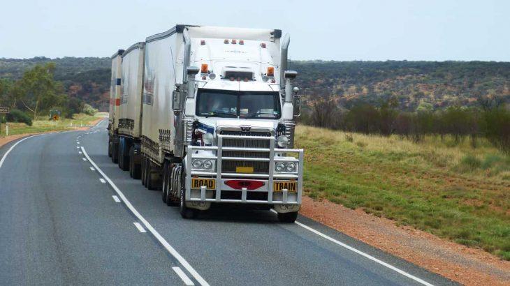 トラック業界「助けて!人が全然来ないの」 俺「給与上げればいいのでは?」