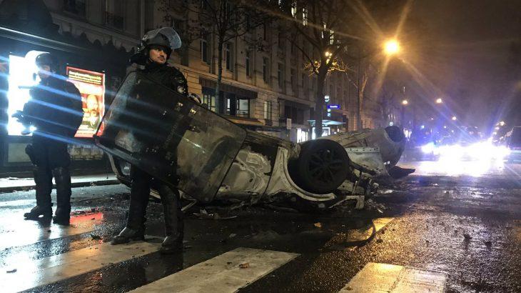 【海外】「革命のようだ」パリで起きた大規模デモ、負傷者100人に。各所で黒煙、地下鉄も閉鎖。日本大使館は外出を控えるよう呼び掛け★5