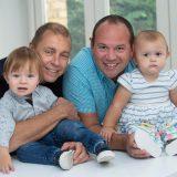 【夢の家族】ゲイカップルがお互いの精子で代理母から双子を出産してもらう 英国 ★2