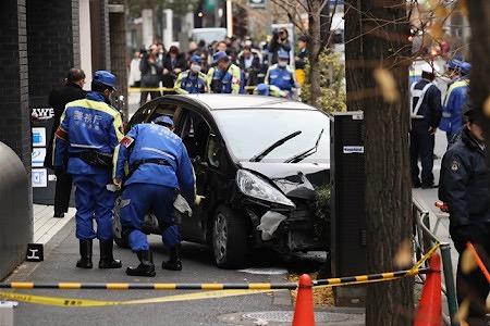 【社会】79歳の男性「茶を飲んでむせた」歩道に車突っ込み7人搬送 東京都渋谷区千駄ヶ谷