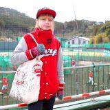 【野球】英国から来た重病のカープ女子ルイーズ「野球の応援、すごく楽しいんだなって。サッカーの応援は怖い」