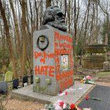 【悪戯】マルクスの墓、また荒らされる…赤いペンキで「憎悪の教え」「集団虐殺の立案者」と落書き ロンドン